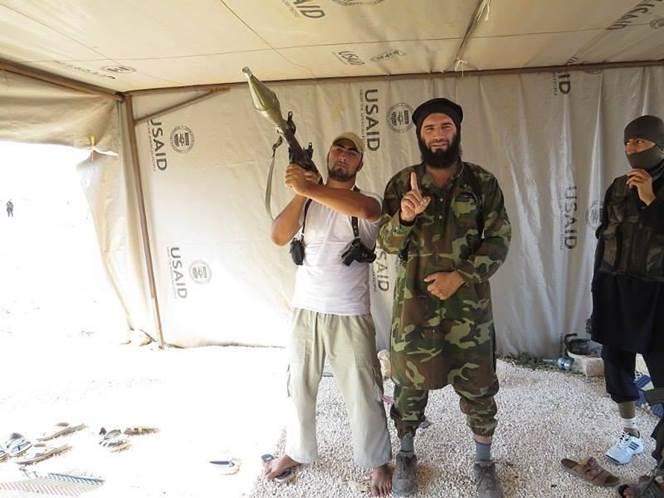 Isis komentaja USAID teltassa.