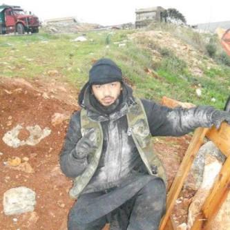 Bherlin Gildo poseeraamassa sosiaaliselle medialle Syyriassa.