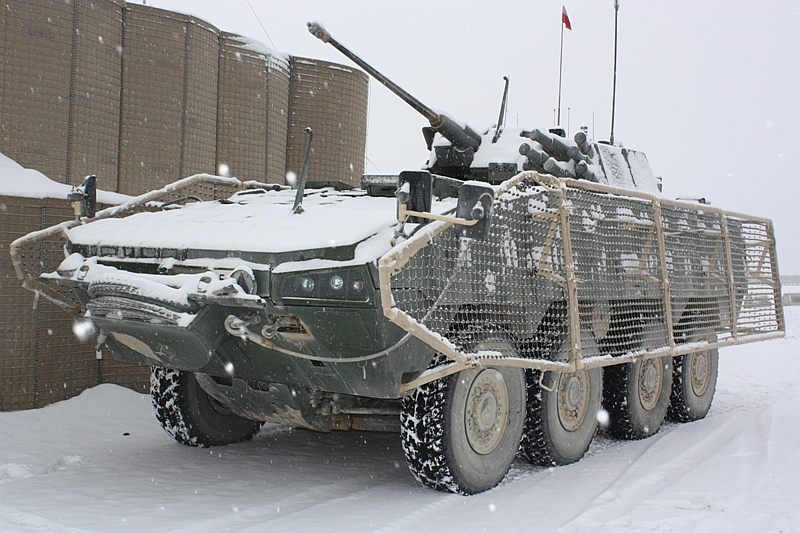 Rosomak-panssariajoneuvo Afganistanin talvessa.