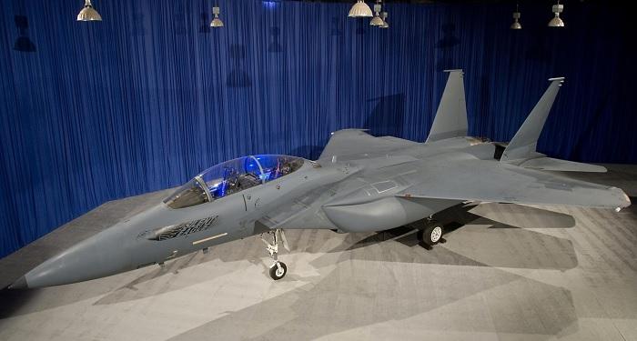 F-15SE Silent Eaglen prototyyppi esillä Saint Louisissa vuonna 2009. Lähde: