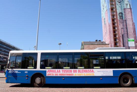 Jotkut kokivat Vapaa-ajattelijain liiton ja Humanistiliiton bussimainoskampanjan kesällä 2009 uskonrauhan häirinnäksi. Kuva: Uusi Suomi