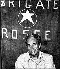 Aldo Moro Punaisten prikaatien kidnappaamana.