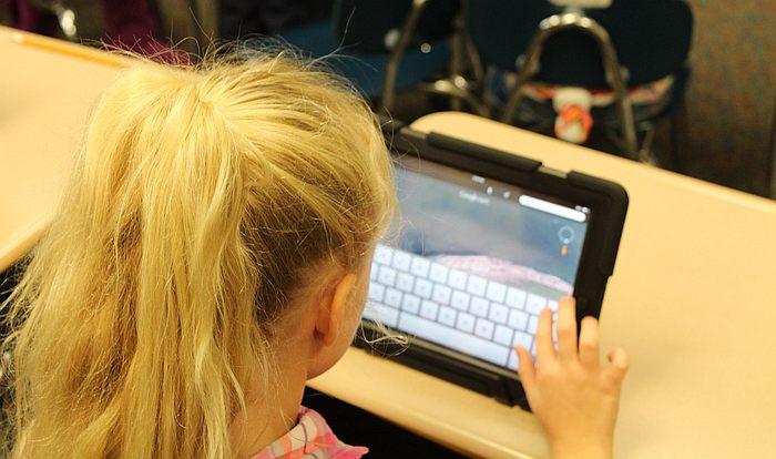 Langattomien laitteiden terveysvaikutuksia erityisesti lapsiin tutkitaan laajalti.