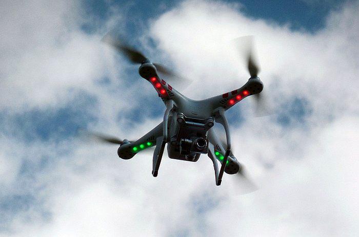 Kameralla varustettu lennokki on entisaikojen sci-fiä.