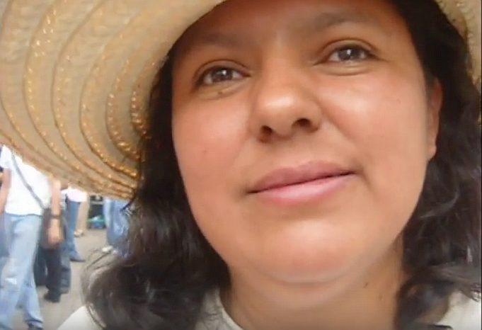 Berta Cacéres Venas Abiertas -median haastattelussa.