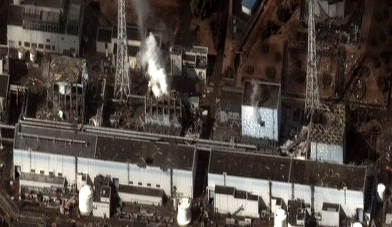 Fukushiman ydinvoimala maanjäristyksen ja tsunamin jälkeen. Kuva: Digital Globe | Wikimedia Commons