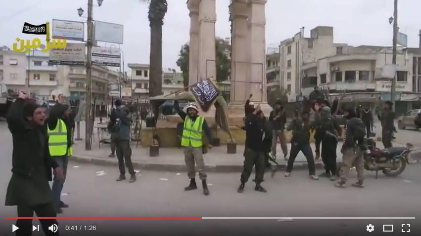 Näyttökuva videolta 3. Juhlintaa Jabhat al-Nusran taistelijoiden kanssa.