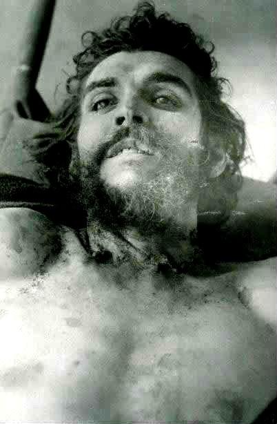 CIA:n peiteoperaattorin murhatusta Guevarasta 10.10.1967 ottama kuva.